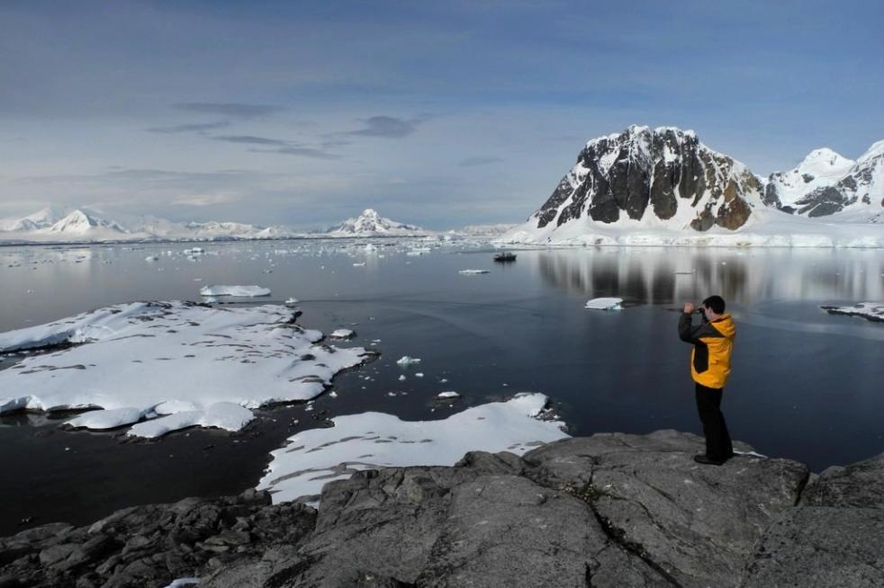 Antarctic Polar Circle 15 days / 14 nights